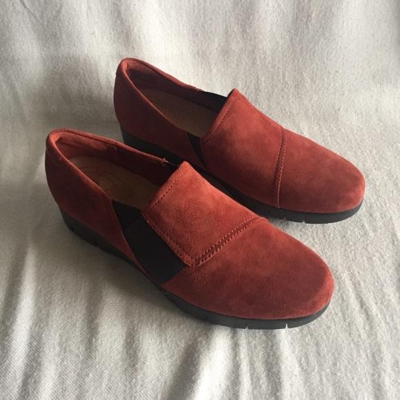 Clarks Artisan Dark Purple Suede Daelyn Monarch Slip on Comfort Loafer NEW